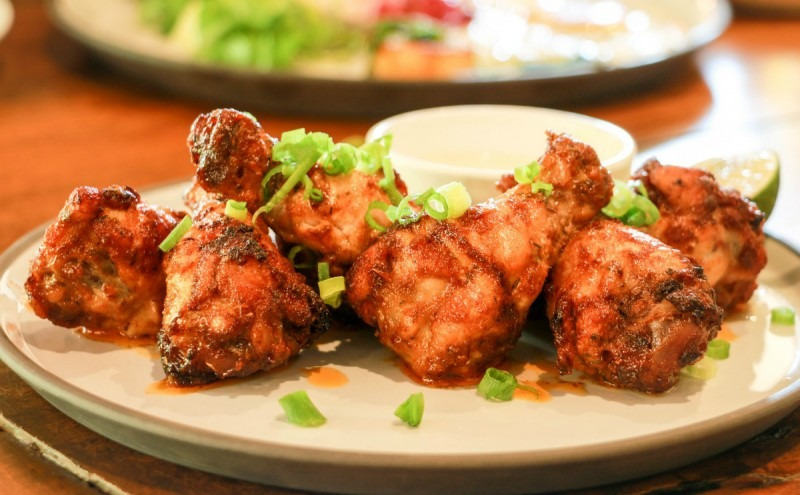Cooked chicken drumsticks on a plate